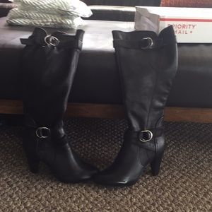 Report leather  knee high boots size 9 brand new !